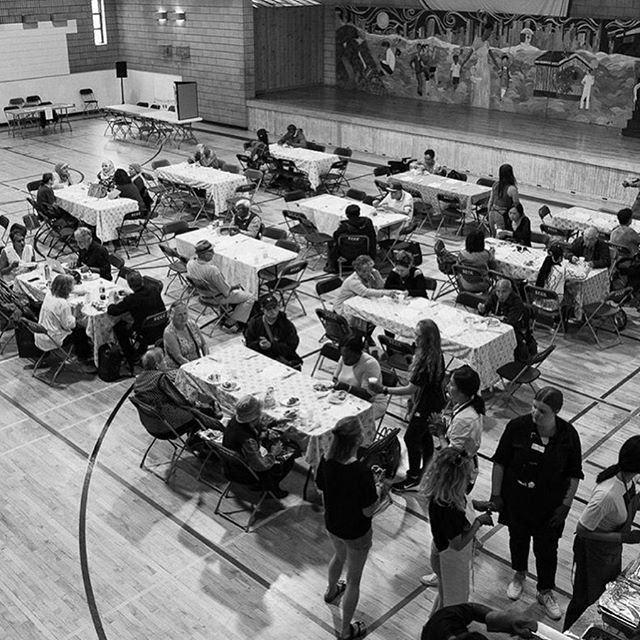 Yesterday was special 🖤 . We rounded up our crew to volunteer with 'Noninna's Table,' an organization run through Scadding Court Community Centre serving food to the less fortunate. . Connection and community is at the heart of everything we do and yesterday was no exception. As everyone left with full bellies, we left with even fuller hearts. . 📸 @iamjasondam . #E2NY #volunteering #community #family