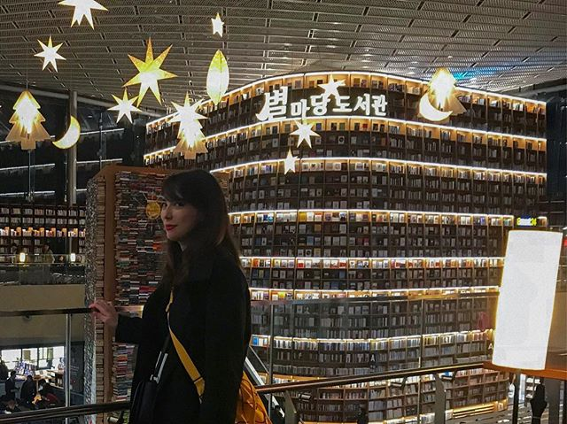 I'm still not over my trip to Korea... @tifuani and I got to see this amazing library, even if it only was for a minute. Seriously, walls of books! It was a dream 🤩