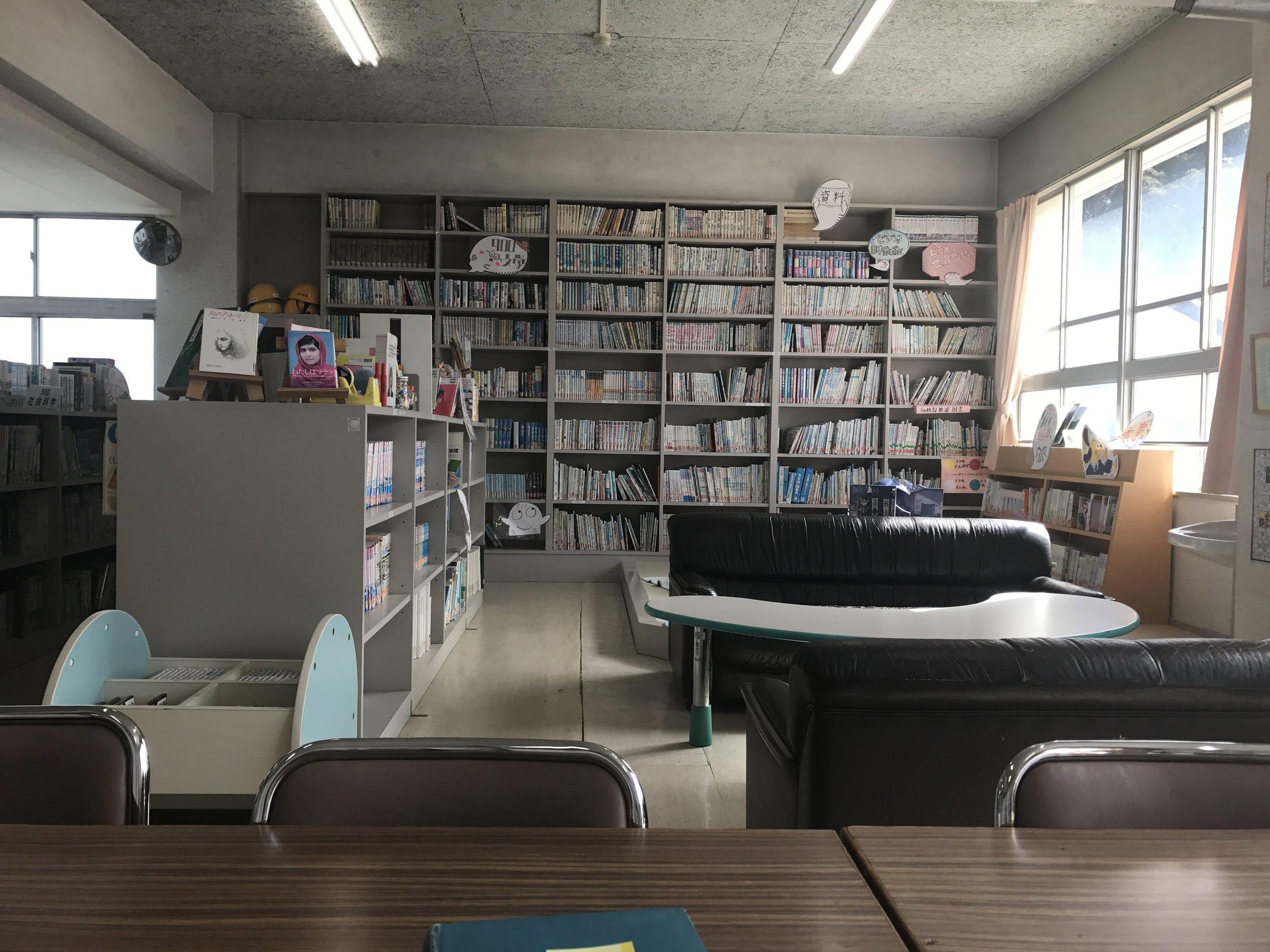 Japanese School Tour: Elementary School Library