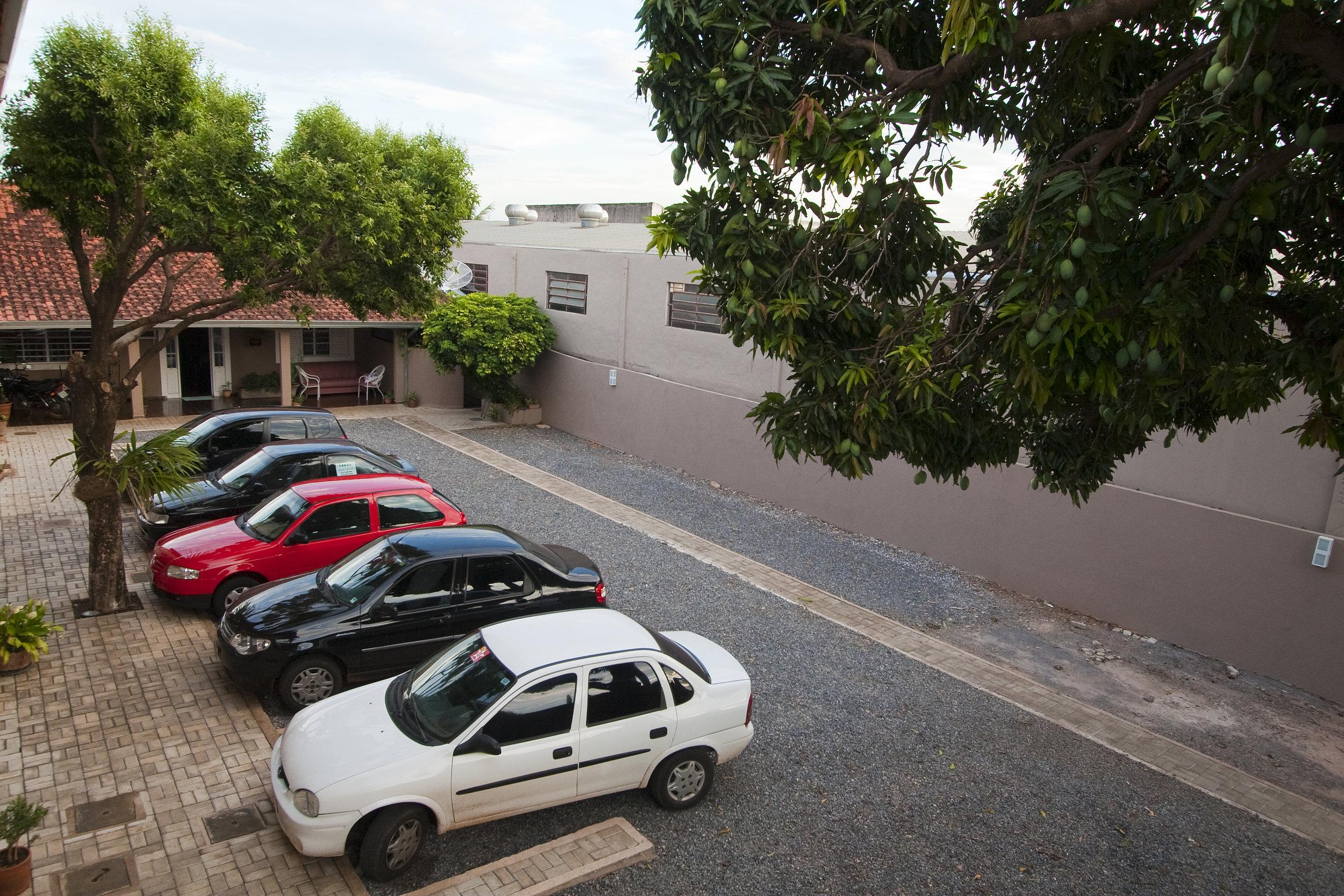 pousada_calliandra_estacionamento_20101223_0003.jpg