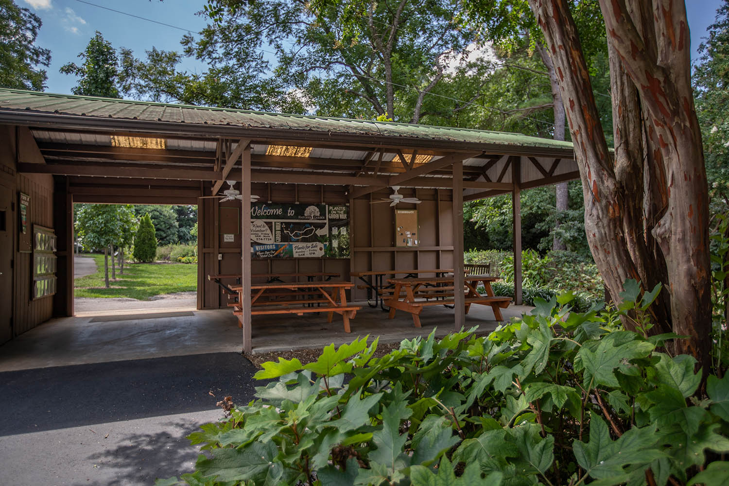 Jess Taylor Pavilion - An amenable gathering space with picnic tables and event-friendly facilities.