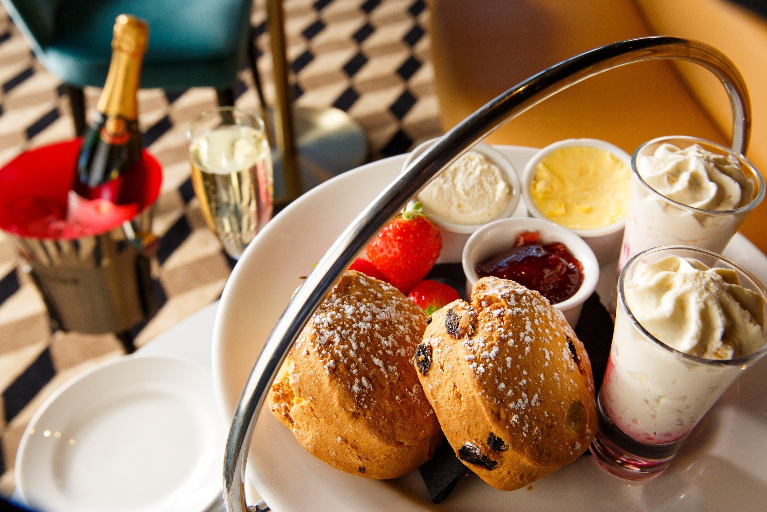 Mercure-Edinburgh-City-Princes-Street-Hotel-Afternoon-Tea-03-lr-230818.jpg