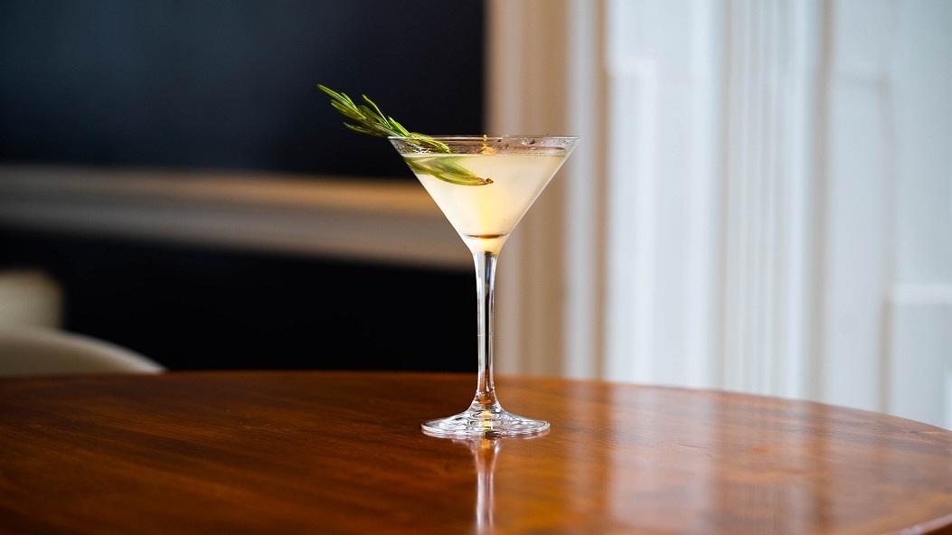 EARL'S MARTINI : The 1819 Gin, Lemon Juice, St-Germain Liqueur and Sugar Syrup