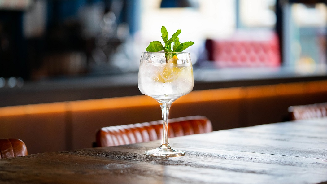 ELDER WOLF SOUTHSIDE : Lone Wolf Gin, Elderflower Cordial and Lime Juice, topped with Soda