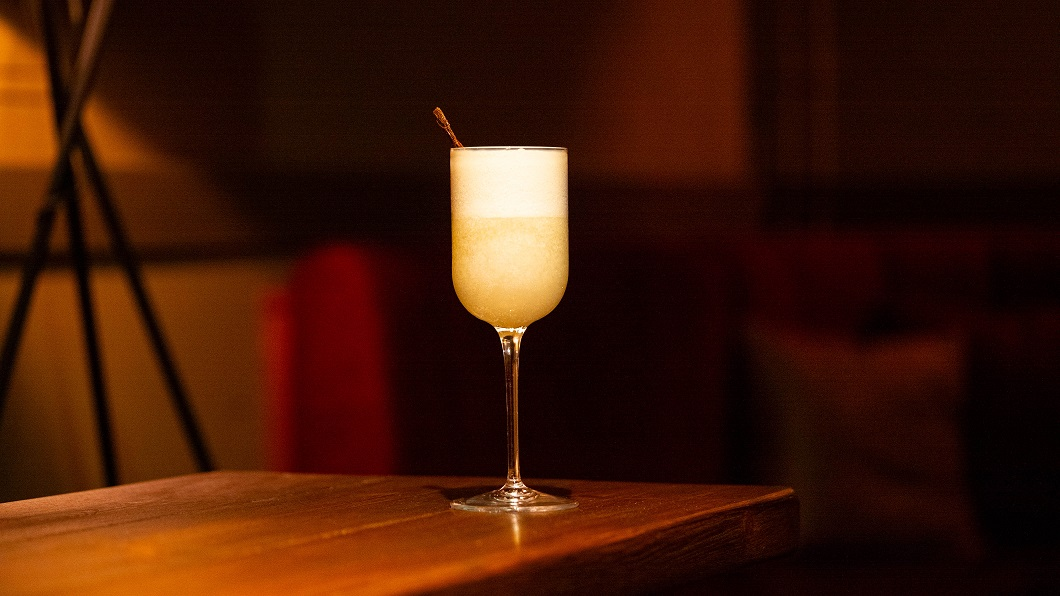 TROPICAL BOTANICAL : Sweetdram Escubac, Fennel Syrup and Coconut Milk, topped with Fever-Tree Tonic Water