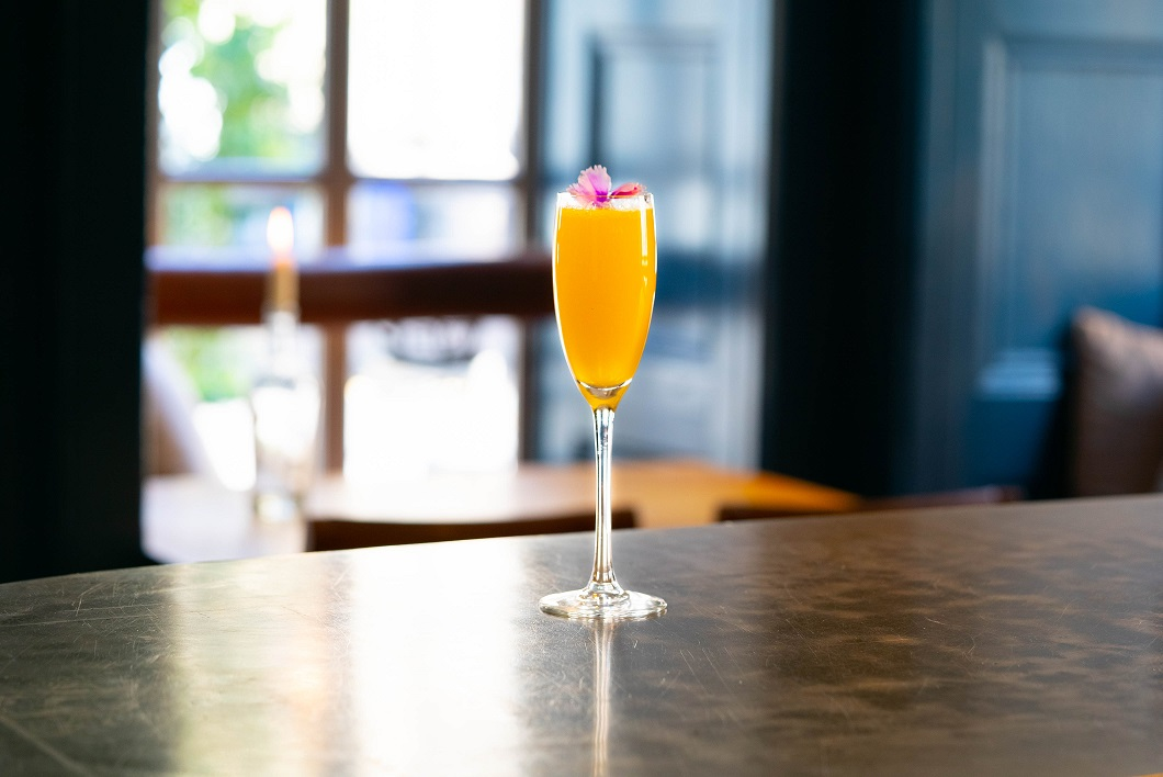 THE 3 P'S : Porter's Tropical Old Tom Gin and Passion Fruit Purée, topped with Prosecco