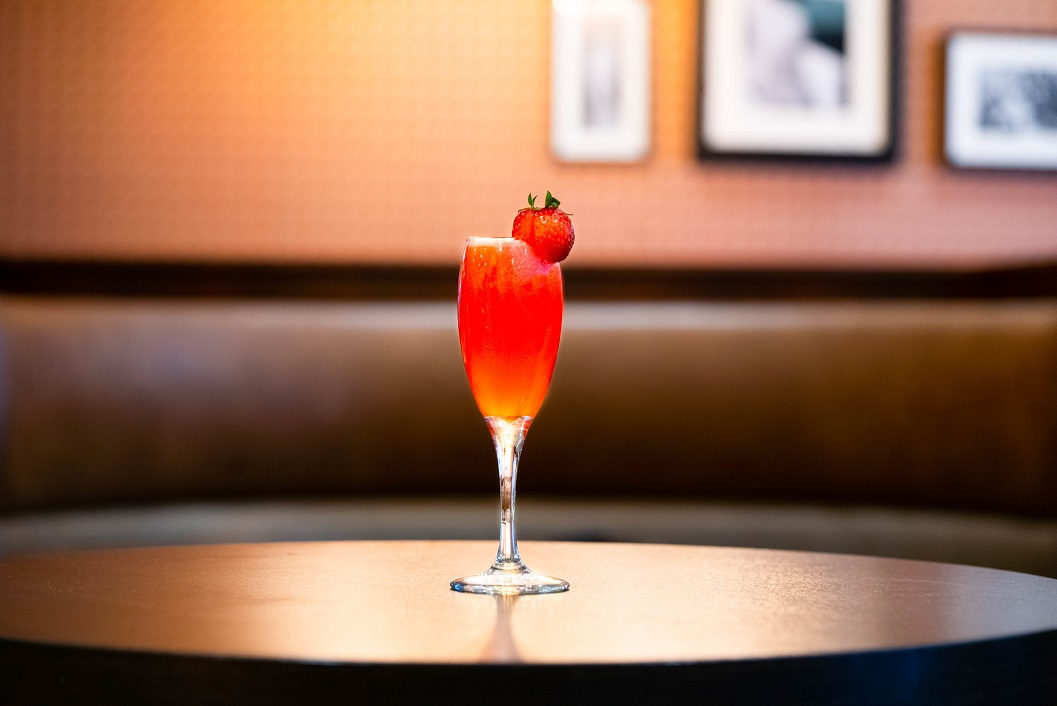 PINK GIN FIZZ : Pink Gin, Grenadine, Lemon Juice and Strawberry Syrup, topped with Prosecco