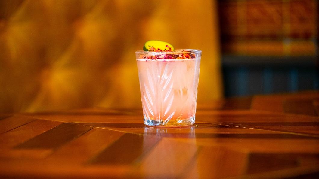 LA VIE EN ROSE : Hendrick's Gin, Lanique Rose Liqueur, Lemon Juice, Sugar Syrup, Cucumber Bitters and Pink Peppercorns
