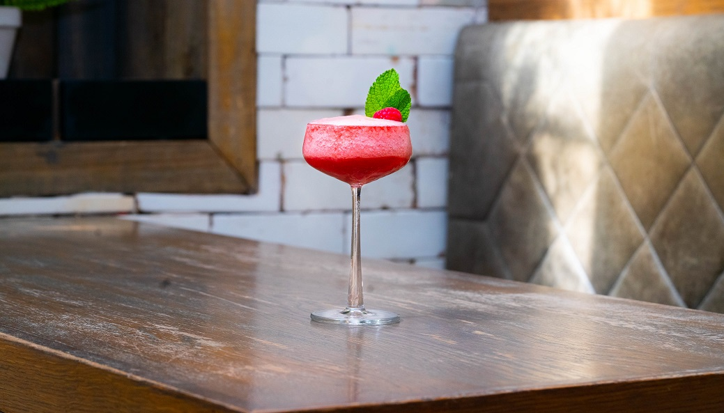 BASIC PEACH : Ketel One Vodka, Peach Purée, Raspberry Purée, Lime Juice and Sugar Syrup
