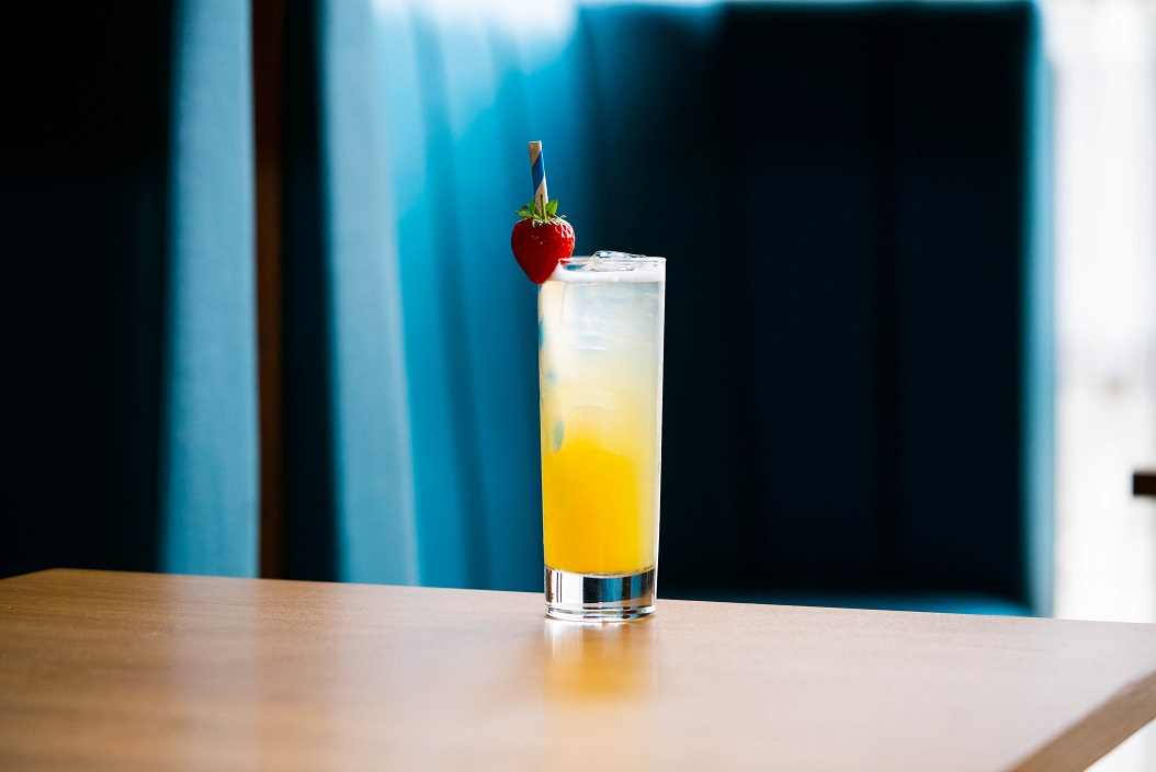 AIR BATH : Tanqueray Gin, Bergamot Syrup and Lemon Juice, topped with Soda