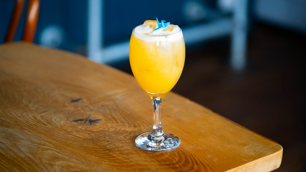 TROPICS SUPERSONIC : Porte's Tropical Old Tom Gin, Pickering's Pink Grapefruit & Lemongrass Liqueur, Pineapple Juice and Peach Purée