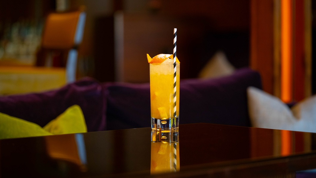FESTIVAL SQUARE FIZZ : Darnley's Gin, Xanté Pear Liqueur, Sugar Syrup, Lemon Juice, Lightly Muddled Orange and Prosecco