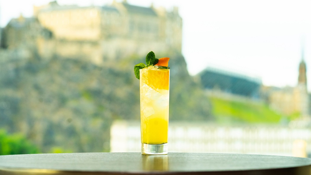 SILVER JET : Ketel One Vodka, Vanilla Syrup and Lime Juice, topped with Ginger Beer