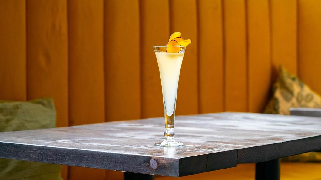 LIFE'S A PEACH : Daffy's Gin, Velvet Falernum, Peach Syrup, Peach Bitters, Lemon Juice and Apple Juice
