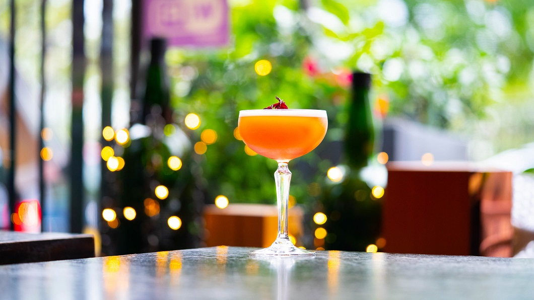 THE PINK DAHLIA : Johnnie Walker Black Label Whisky, Hibiscus & Pink Peppercorn Syrup, Cardomon-Infused Martini Rubino, Lemon Juice and Egg White
