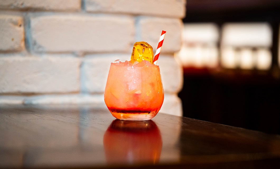 QUEEN OF THE SOUTH : McQueen Sweet Citrus Gin, Lemon Juice, Lejay Crème de Mûre Blackberry Syrup