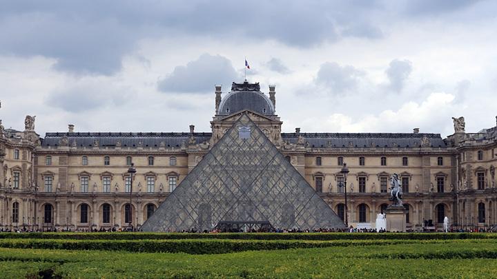 Louvre_LKV_Photo.jpg
