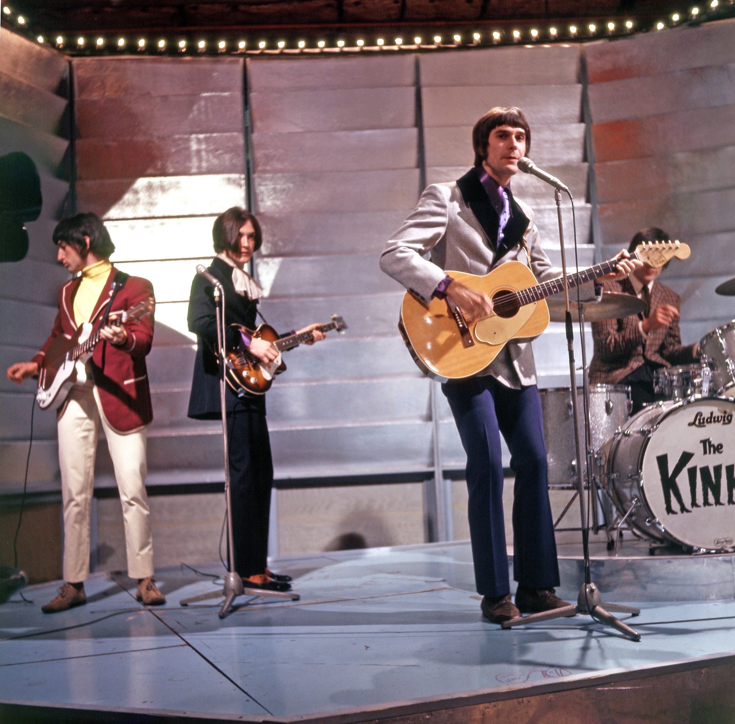 THE KINKS - ECHOES OF A WORLD.jpg