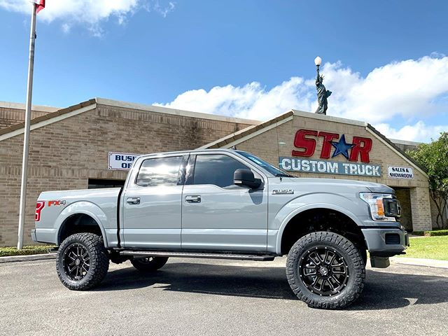 "New F150... 6"" Fabtech Lift .. 35x12.5 Nitto Ridge Grapplers .. 20"" Hostile Guantlet Wheels... Custom Alea Leather... Looking SHARP 💥"