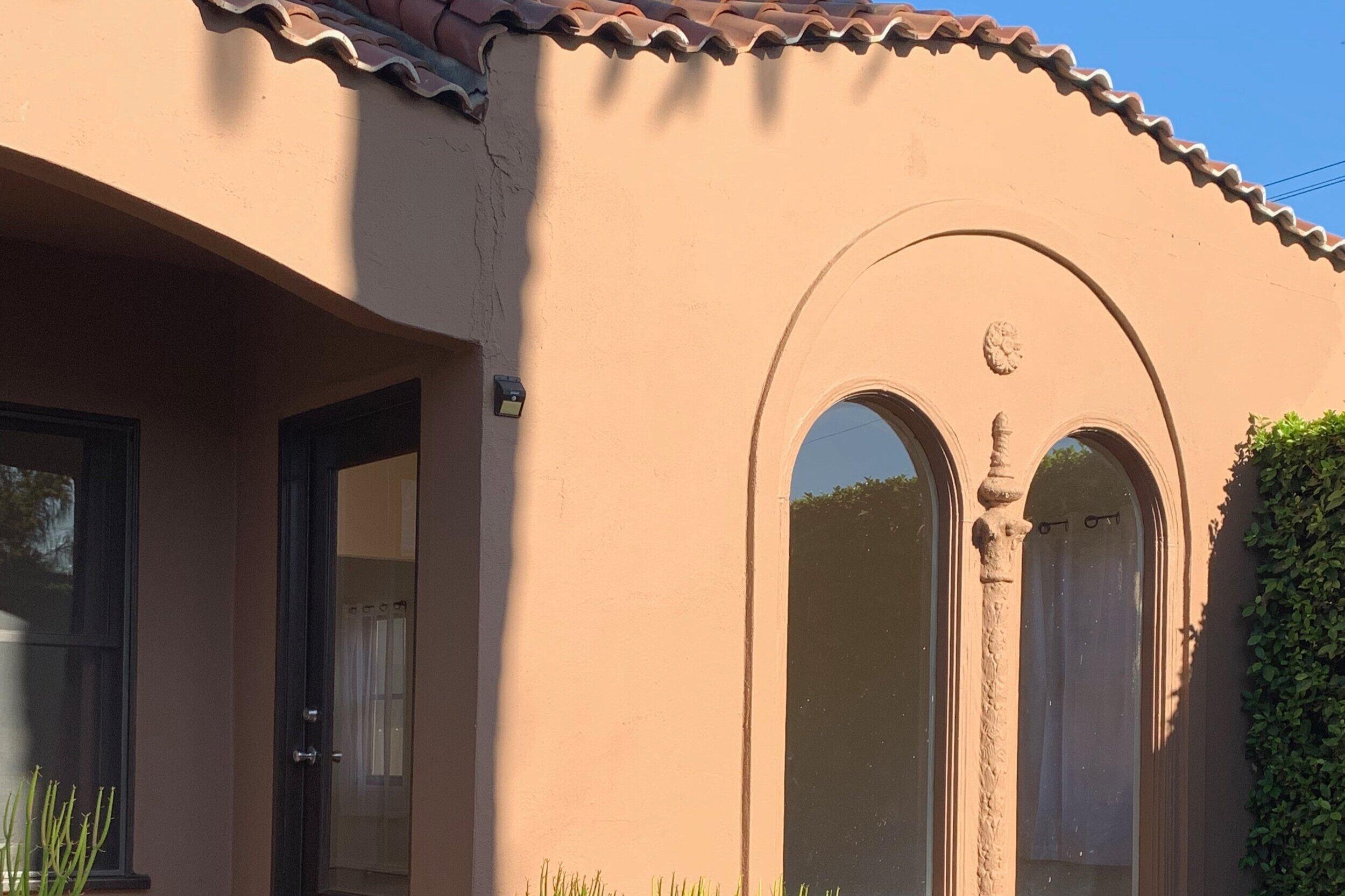 806 N. Citrus Avenue - Los Angeles, CA 90038$3,850 per month   Beds: 2   Baths: 1   SqFt: 1,000