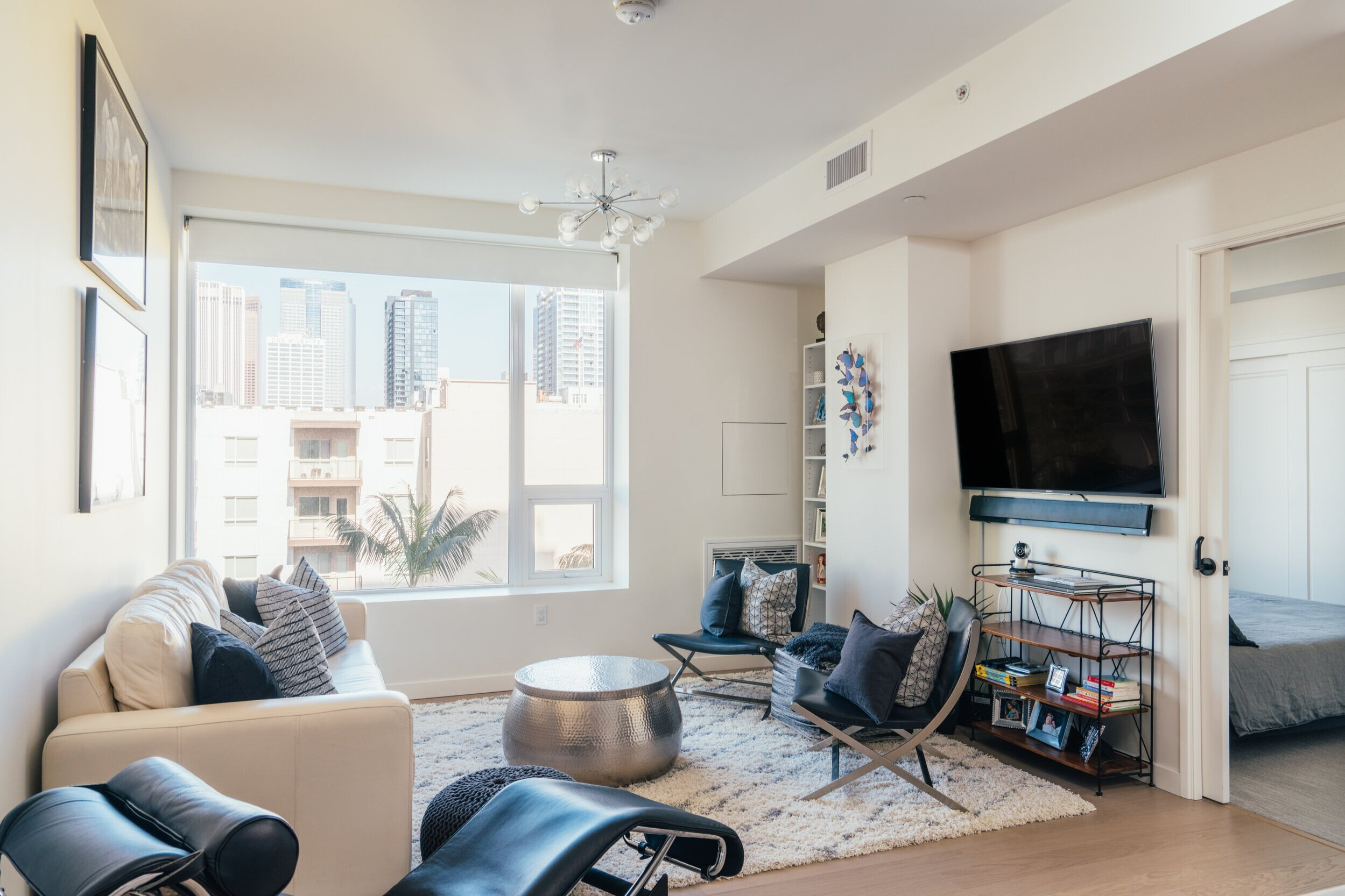 1050 S. Grand Ave #808 - Los Angeles , CA 90015$785,000   Beds: 1.5   Baths: 1   SqFt: 898