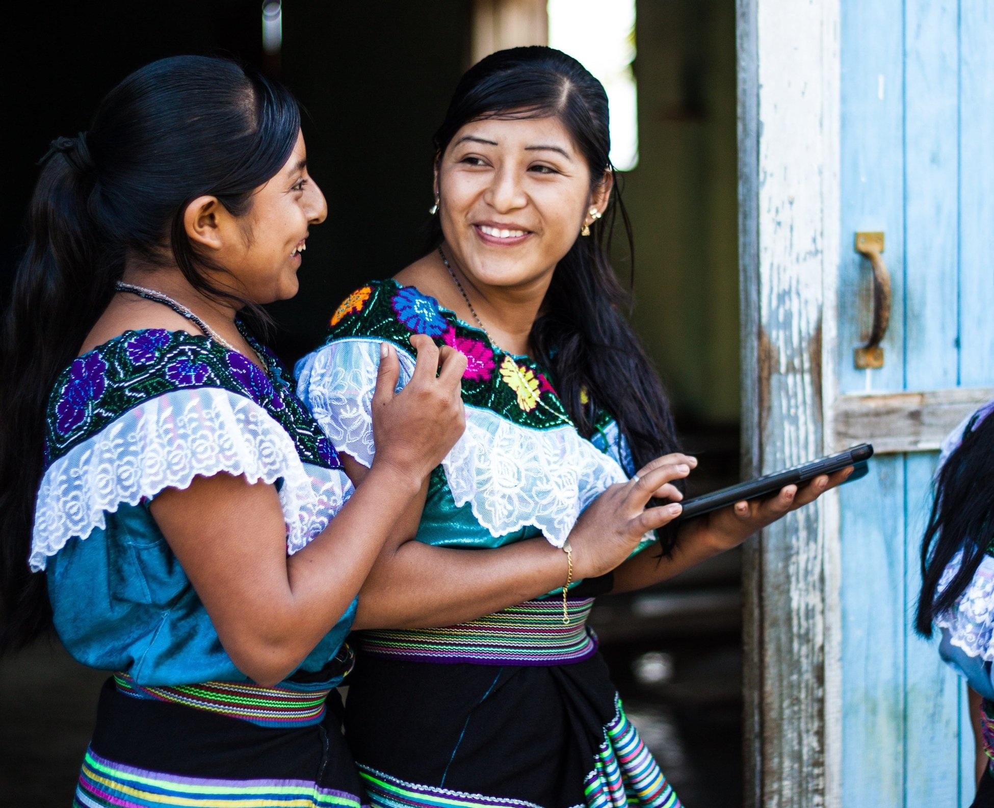 Nuestra misión - Nuestra misión es colaborar con los líderes indígenas de Chiapas, México, para honrar y fortalecer la agricultura sostenible, las comunidades equitativas y los conocimientos tradicionales.