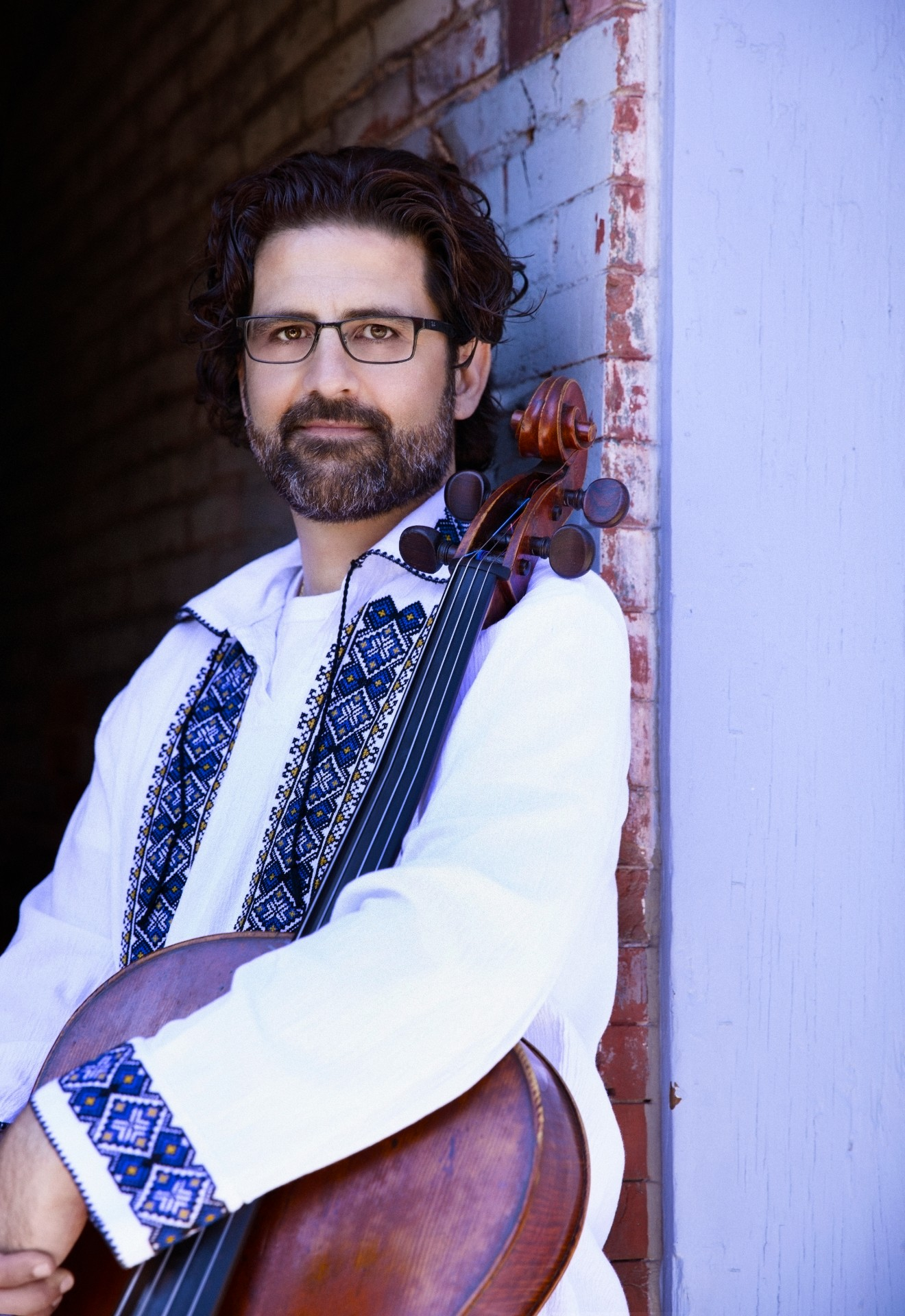 Amit Peled, cello - Israeli-American cellist, conductor, and pedagogue Amit Peled, a musician of profound artistry and charismatic stage presence, is acclaimed worldwide as one of the most exciting and virtuosic instrumentalists on the concert stage today.Highlights of Peled's 2019-2020 season include over twenty concerto appearances around the world; recitals with pianist Noreen Polera and Alon Goldstein; the world premiere of Joshua Bornfield's Concerto for Cello and Choir with the Händel Choir of Baltimore; Haydn's Cello Concerto at the Silver Lyre International Festival of Chamber Music in Saint Petersburg, Russia; the Elgar Cello Concerto with the Fundación de Orquestas Juveniles e Infantiles de Chile; and more. Peled's conducting engagements include debuts with CityMusic Cleveland and the Peabody Symphony Orchestra as well as leading his own Mount Vernon Virtuosi. Peled also performs this season with the Goldstein-Peled-Fiterstein Trio in Washington, D.C.; Yellow Springs, Ohio; and New York, NY.Peled is founder of the Amit Peled Cello Gang, a touring group composed of students from his studio at the Peabody Institute, where he has taught since 2003 and was one of the youngest professors ever hired by a major conservatory. Peled is also conductor and artistic director of the Mount Vernon Virtuosi, a chamber orchestra dedicated to launching the careers of recently graduated students. Peled is a founding member of the Tempest Trio with pianist Alon Goldstein and violinist Ilya Kaler.Peled's discography includes acclaimed CDs on the Naxos, Centaur, CAP, CTM Classics, and Delos labels. Upcoming album releases include a Cassado recording for Naxos and the second installment of the Bach Suites for CTM Classics. In 2017, Peled published a children's book, A Cello Named Pablo.Peled lives in Baltimore, Maryland and performs on the only known copy of the