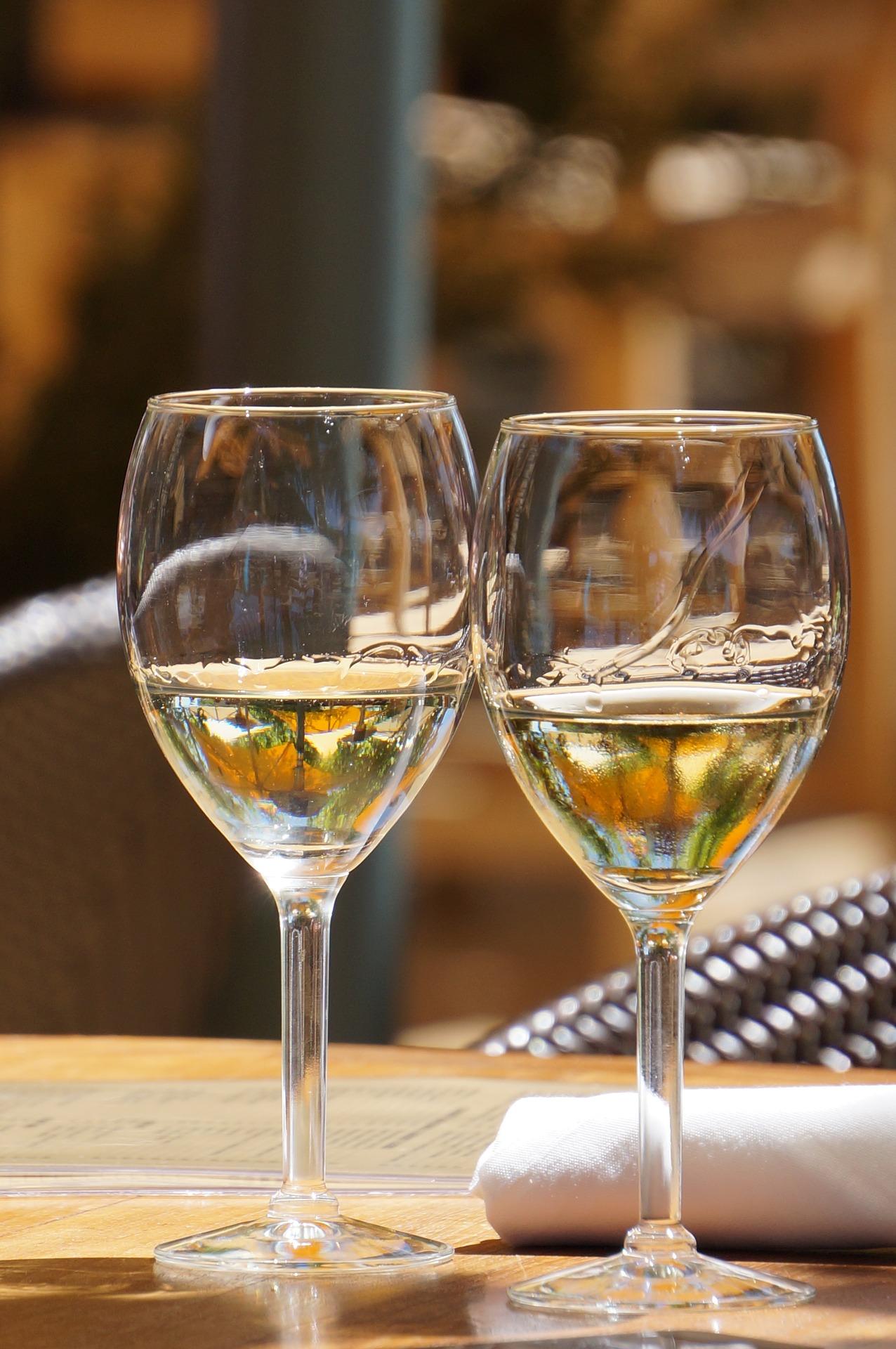 wine-glasses-1266944_1920.jpg