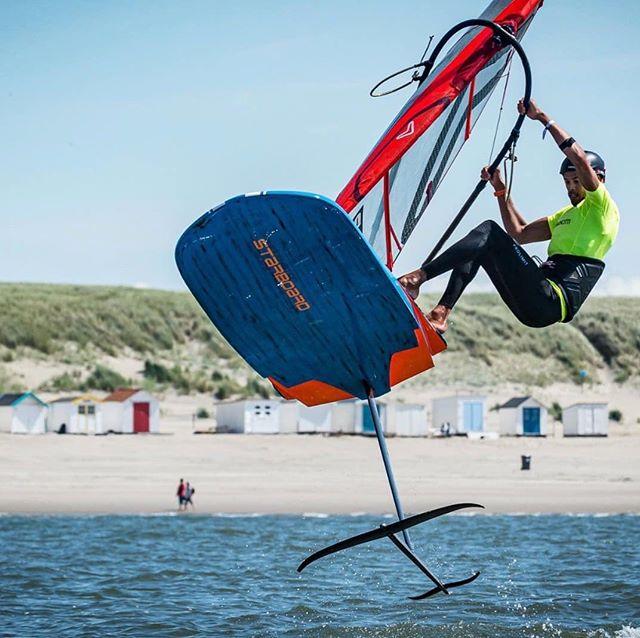 @kiranbadloe flying with his proboom  #proboom #pieterbijlwindsurfing #pwawindsurfing #worldofwindsurfing #windfoiling #starboard #severne  @pieterbijlwindsurfing  @niekwindsurfing