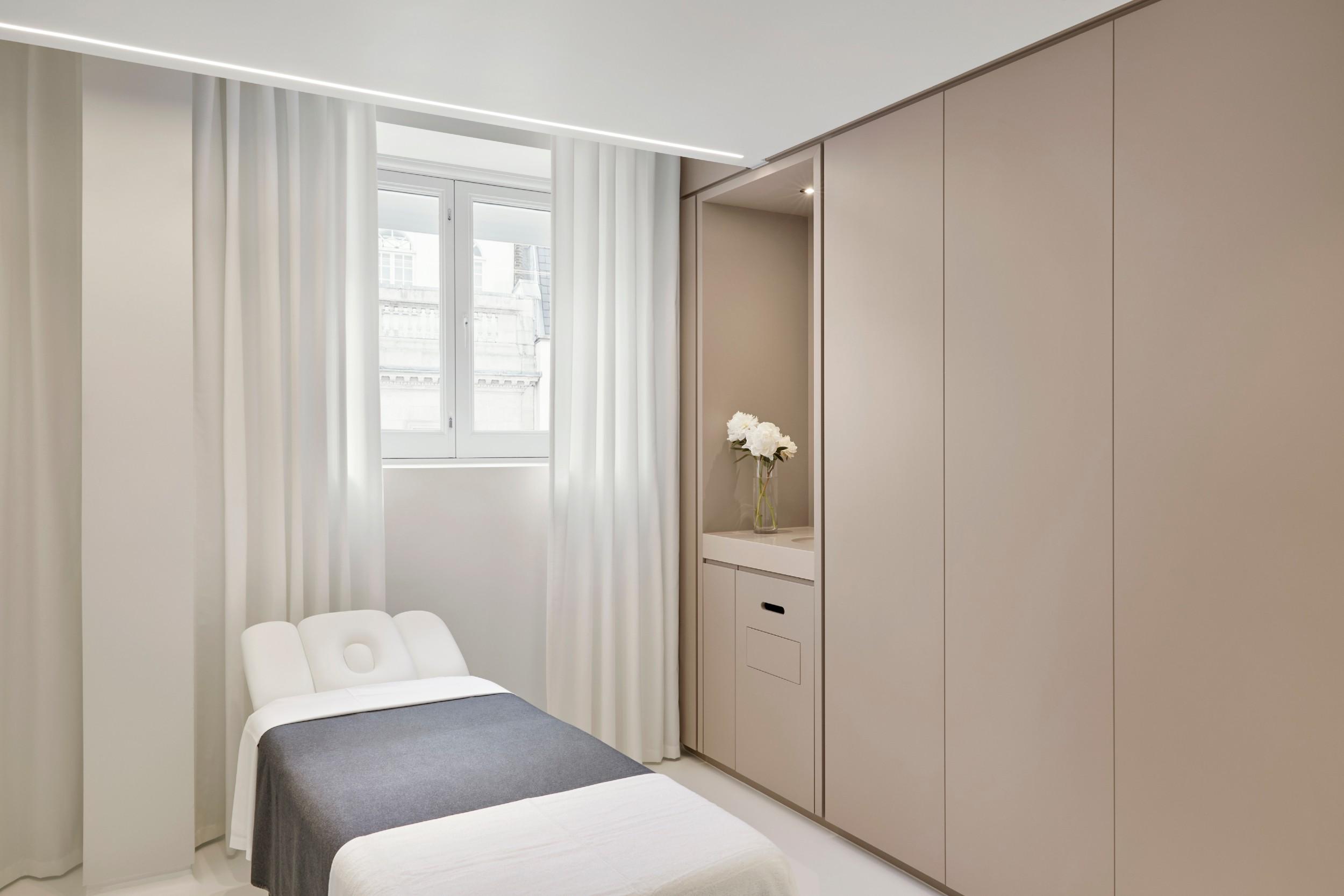 lanserhof_at_the_arts_club_treatment_room (1).jpg