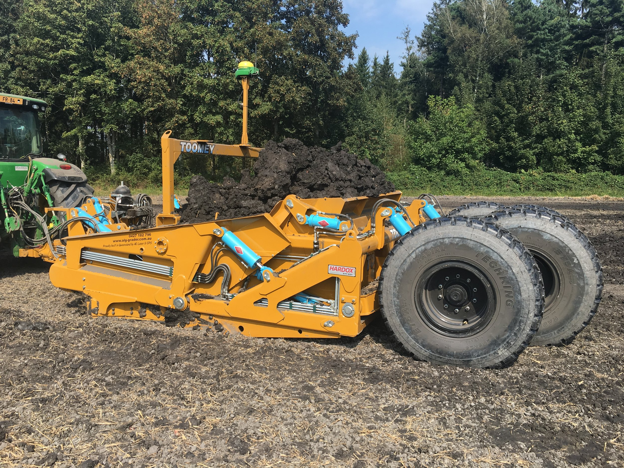 All Round Earthmoving - The Toomey is a true all-round earthmoving tool that can shift bulk dirt, cut and fill to grade, final trim and shape the surface.The Toomey has many operational functions that allow it to perform all these operations with equal ease, without hassle and all conditions.