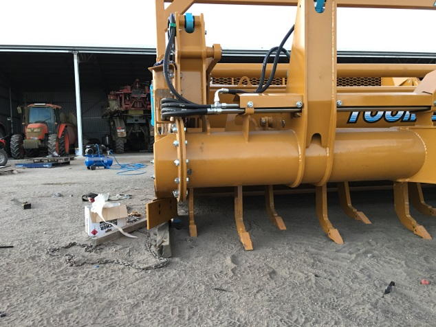 Parallelogram Rippers with Sheer Pins - All Toomey Scrapers are fitted with a set of parallelogram rippers with sheer pins.These are used to break hard ground to enable continued digging. They can also be used while loading and trimming to soften the ground prior to the cutting edge reaching that spot.