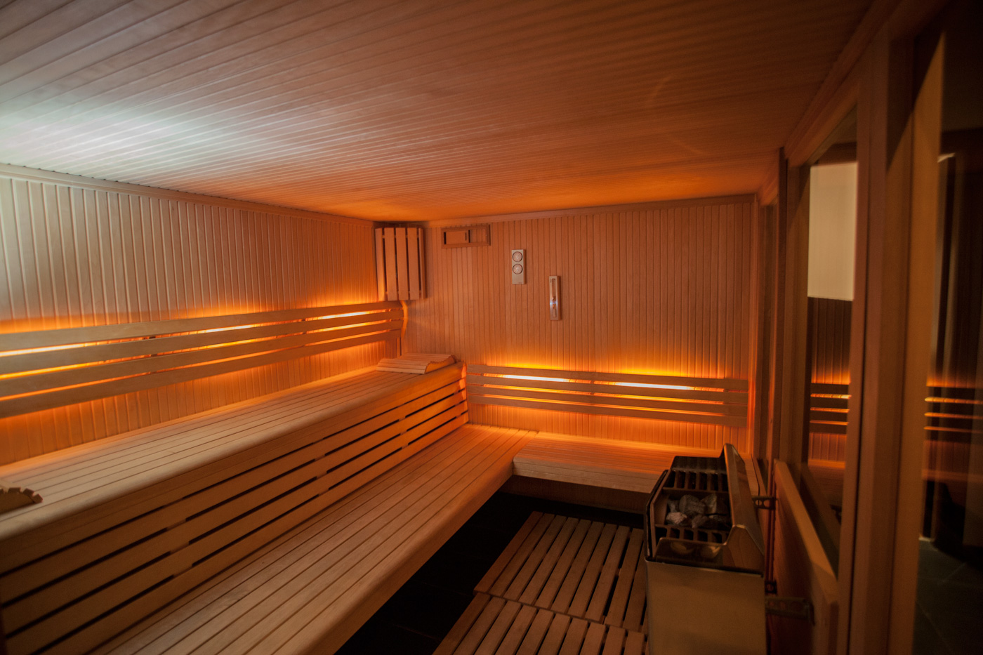 Infrared Sauna - The Recovery Room's Infrared Sauna can greatly benefit your sore, damaged or tired muscles. The heat penetrates the muscles, increasing blood circulation and assisting healing. Infrared heat will also help tight and worn-out muscles to relax.