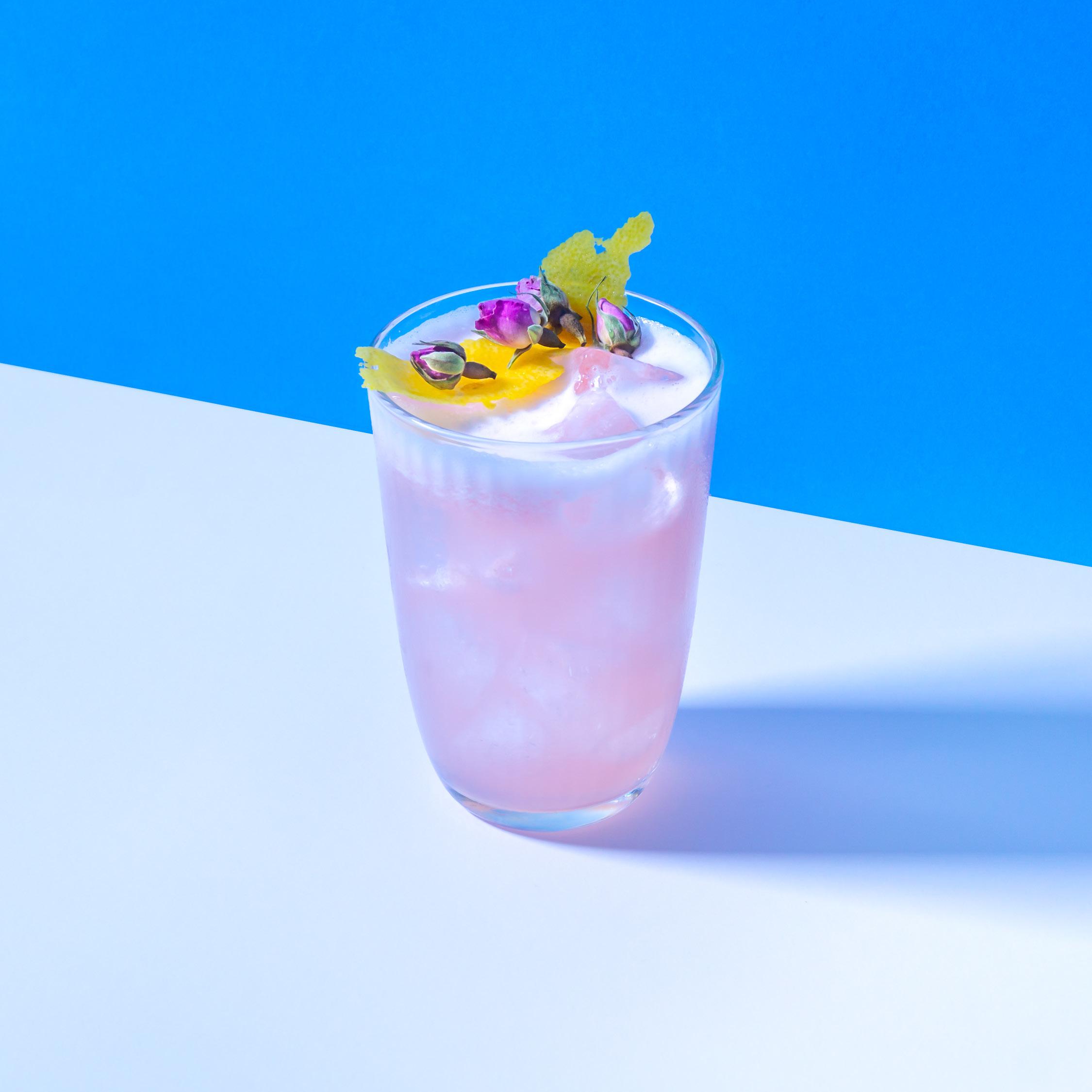 ROSACEO   Don Julio Tequila mit Weltbesten Rosé, Früchte Bitters und ein Mix aus Zucker und Zitrone.