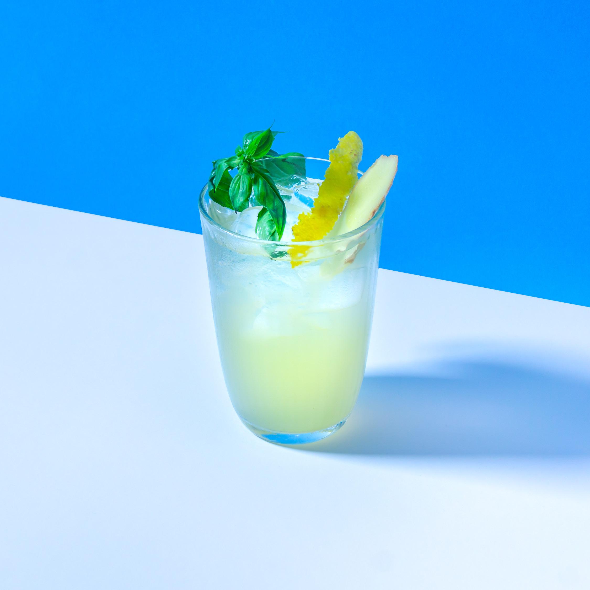 LIMO   mit Basilikum, Ingwer und Zitrone. Mit oder ohne Sprudel.