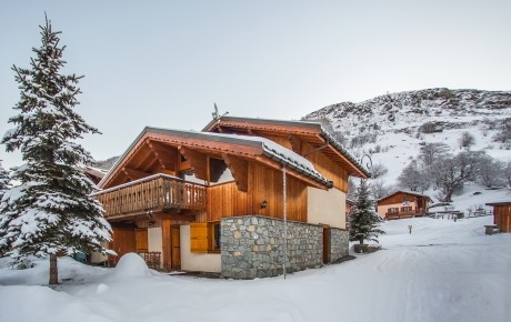 chalet_elise_bettaix_outside_snowy_1.jpg
