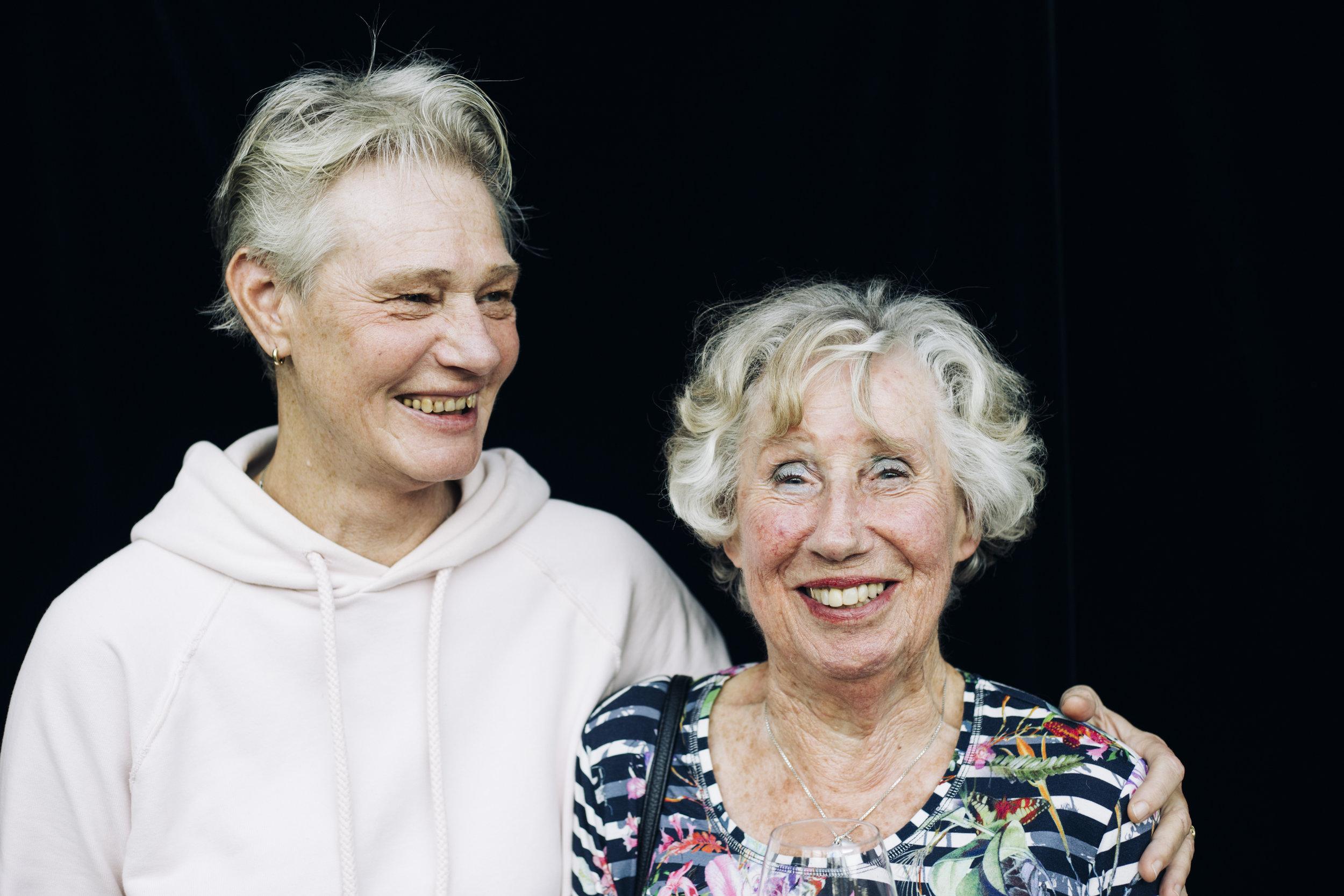 Anita en Geetje. Sportdocent en deelnemer.