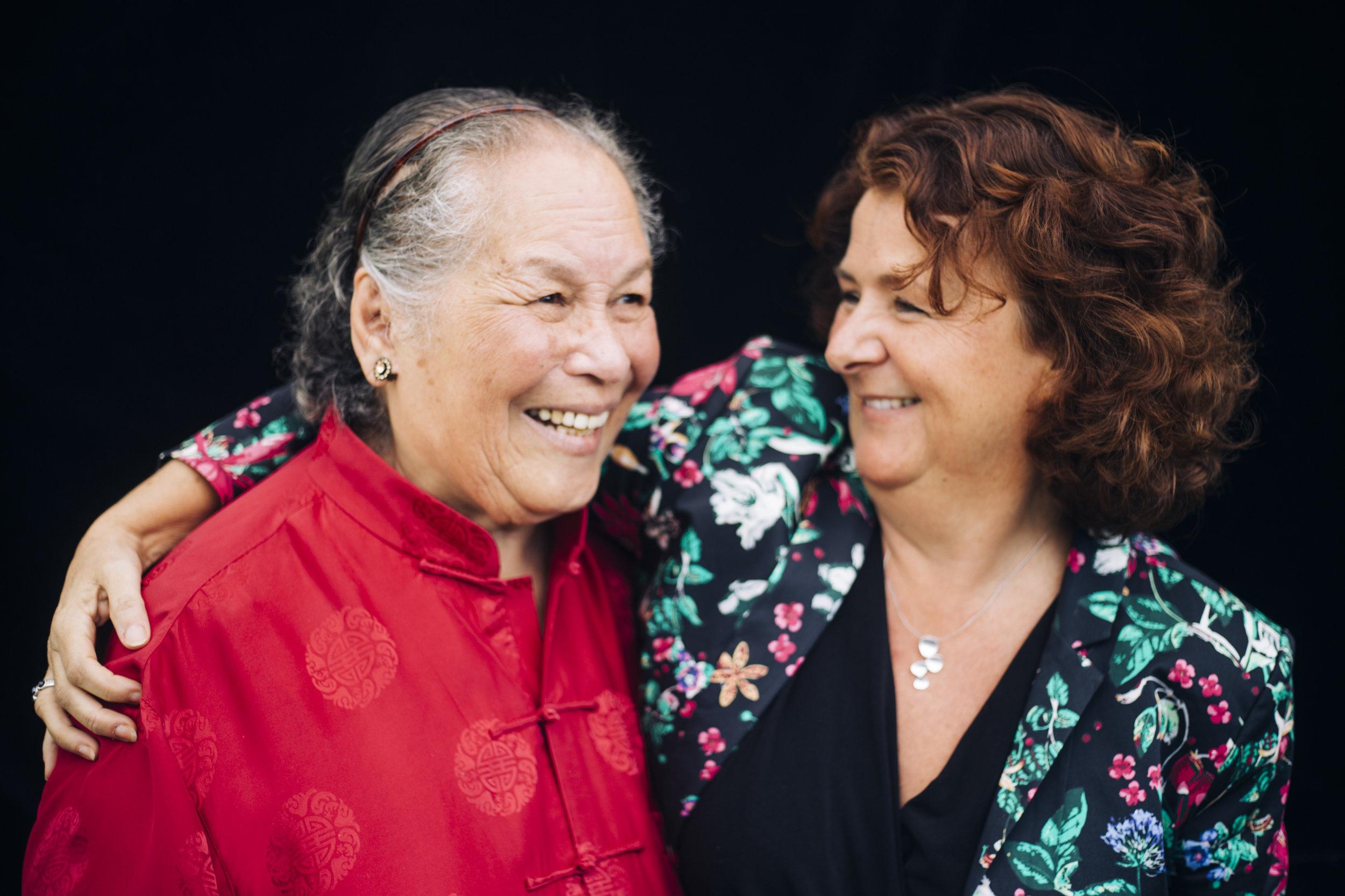 Agnes en Jolanda. Deelnemers theatergroep De Eigenwijzen.