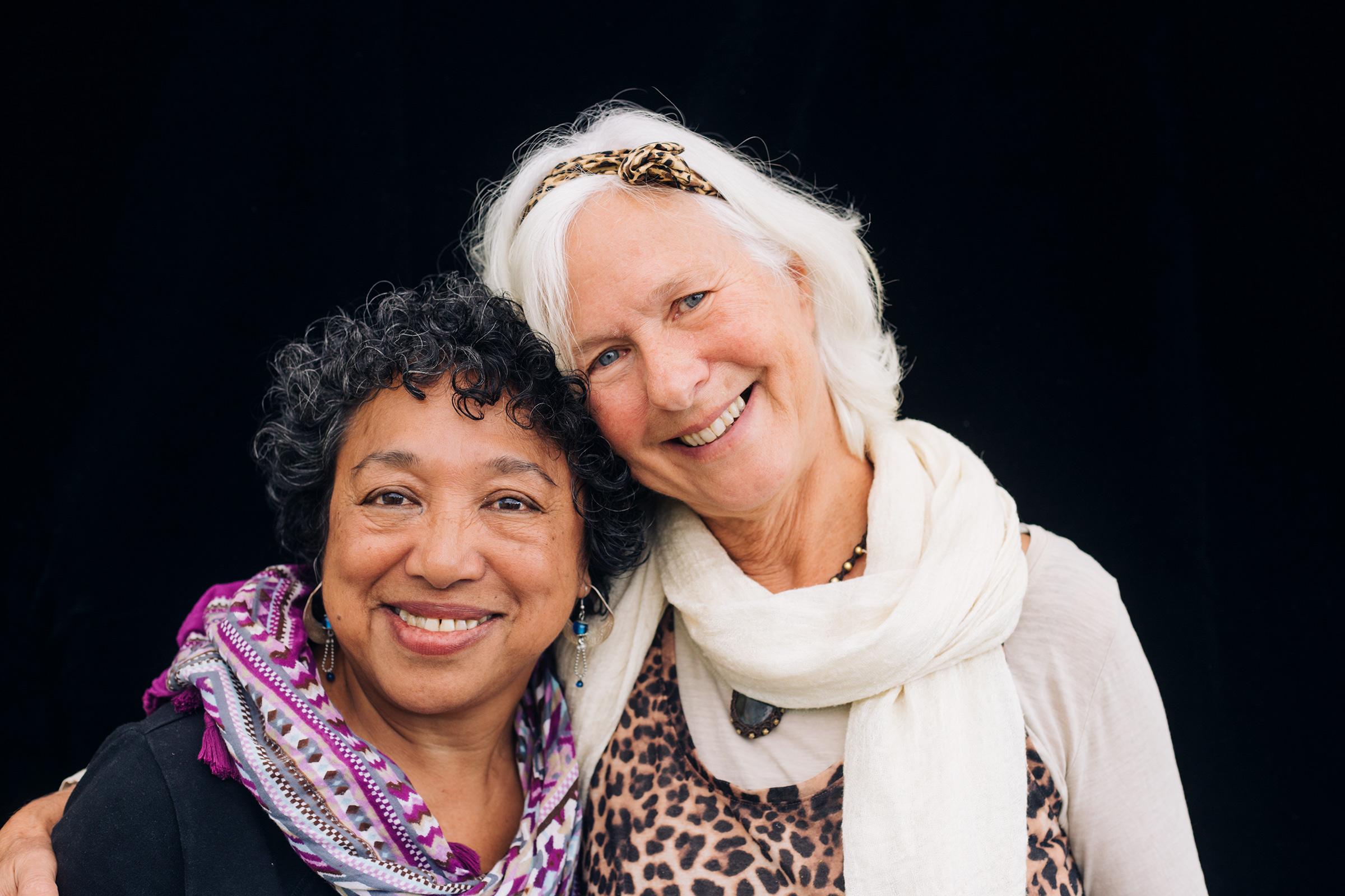 Jayanti & Dolly. Deelnemers theatergroep De Eigenwijzen.