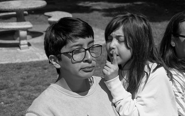 Faces in between takes 📷 @tayo.yo  #STANDARDFANTASTICSTUDIOS #TijuanaCinema #16mmfilm #kodak_shootfilm #kodak #kodakdoublex #tijuana #AnaWhoTheyPulledOutoftheRiver
