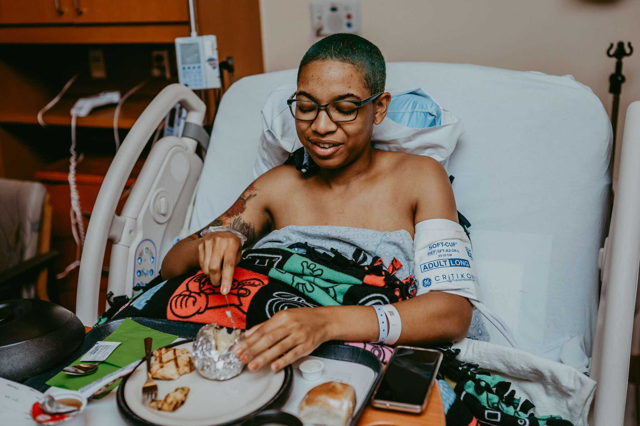 mom keeping warm under blanket and eating after giving birth
