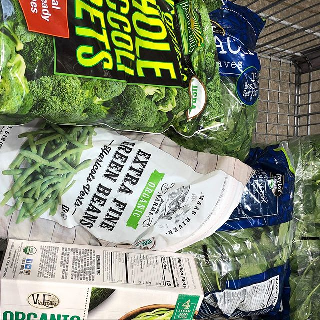 Frozen or fresh. It doesn't matter. The nutritional value is the same! When @ea.murph and I make a Costco run, it is for all the veggies! #nosamples #nobullshitfoods