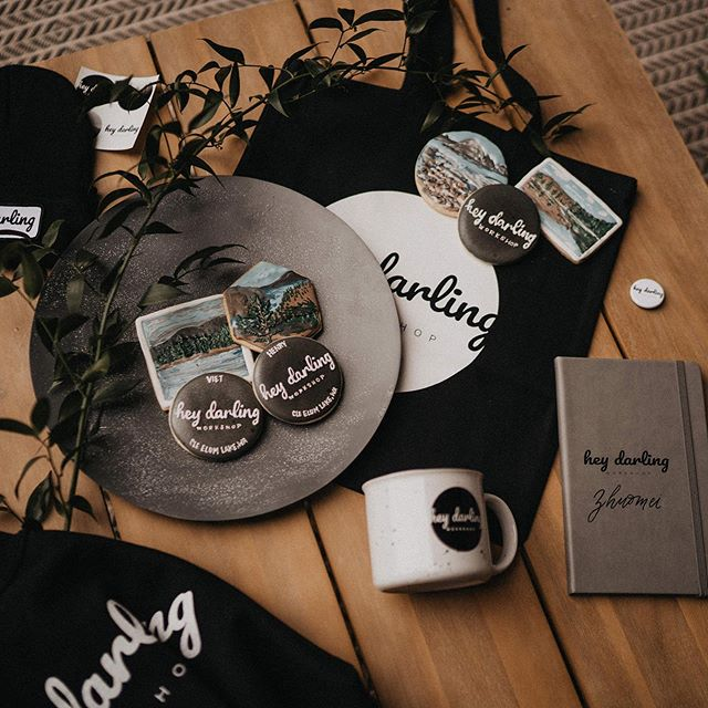 Our favorite part of the workshop is putting these amazing goodie bags together. . . . . . . . . . . #heydarlingworkshop #henrytieuphotography #hdpresets #epicloveepiclife #photobugcommunity #elopementphotographer #elopementcollective #pnwedding #destinationweddingphotographer #seattlephotographer #hawaiiweddingphotographer #seattleweddingphotographer #heyheyhellomay #seattleelopementphotographer #oregonweddingphotographer #weddingplanner #photography #photographyworkshop #loveandwildhearts #belovedstories #dirtybootsandmessyhair #photobugcommunity #elopementphotographer #elopementcollective  #authenticlovemag #muchlove_ig