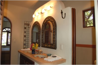 Casita+Cielo+Azul+Nico+Bathroom.jpg