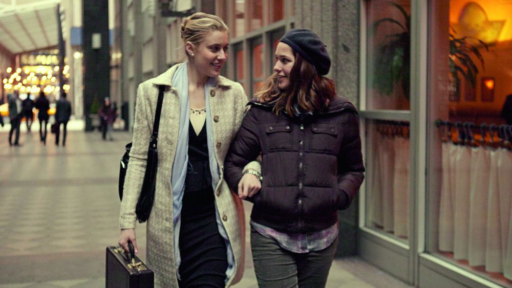 mistress-america-2015-001-brooke-and-tracy-arm-in-arm-walking-down-street-ORIGINAL.jpg