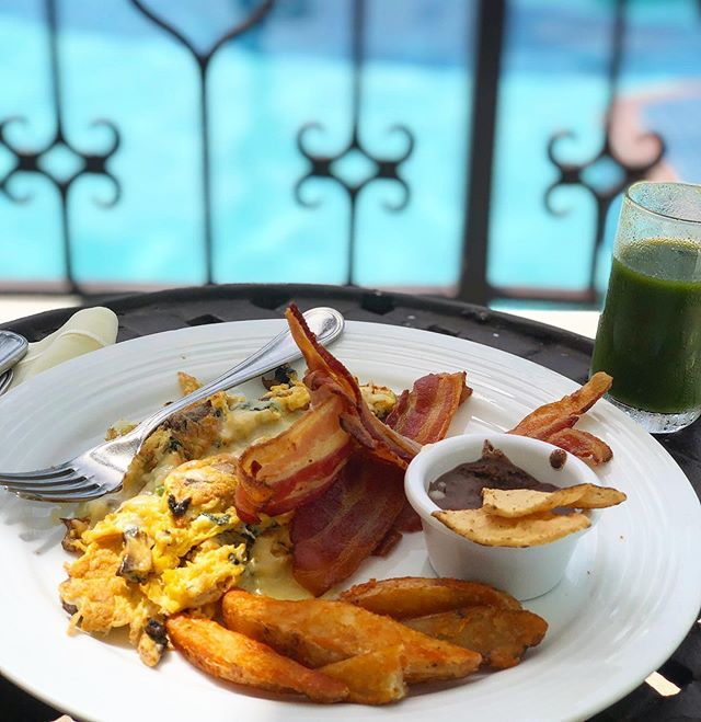 ✨ Wrapping up my vacation at @hyattzilaracanc & already missing poolside breakfast views like this one. ☀️🌴🍳 #hyattzilaracancun #agirlandagarnish #cancuneats
