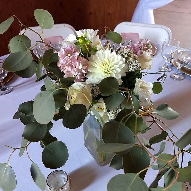 Summer is almost over. I love the fall colors but I will miss the elegance of blush. All brides have a different vision of their perfect day and I really enjoy making them all come to life! #neverbored #neveradullmoment #floristlife . . . . . . . #ranchwedding #countrywedding #weloveflowers #welovethelove #weddingflowers #beautifulbride  #beautifulbridesmaids #beautifulbouquet #hollisterwedding #weddingflorist #lasvegasflorist #endofsummer #flowersarefun