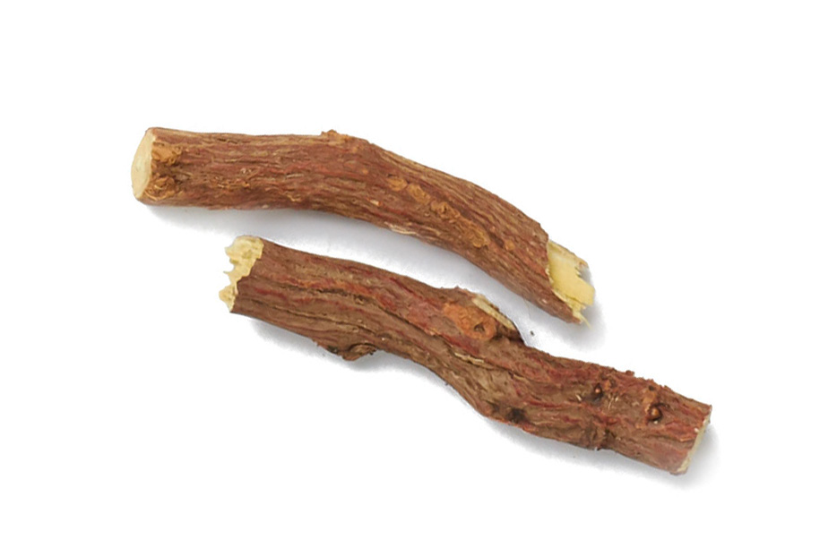 Licorice Root - Used in Ayurveda for thousands of years as a demulcent herb to bring moisturizing benefits to the skin