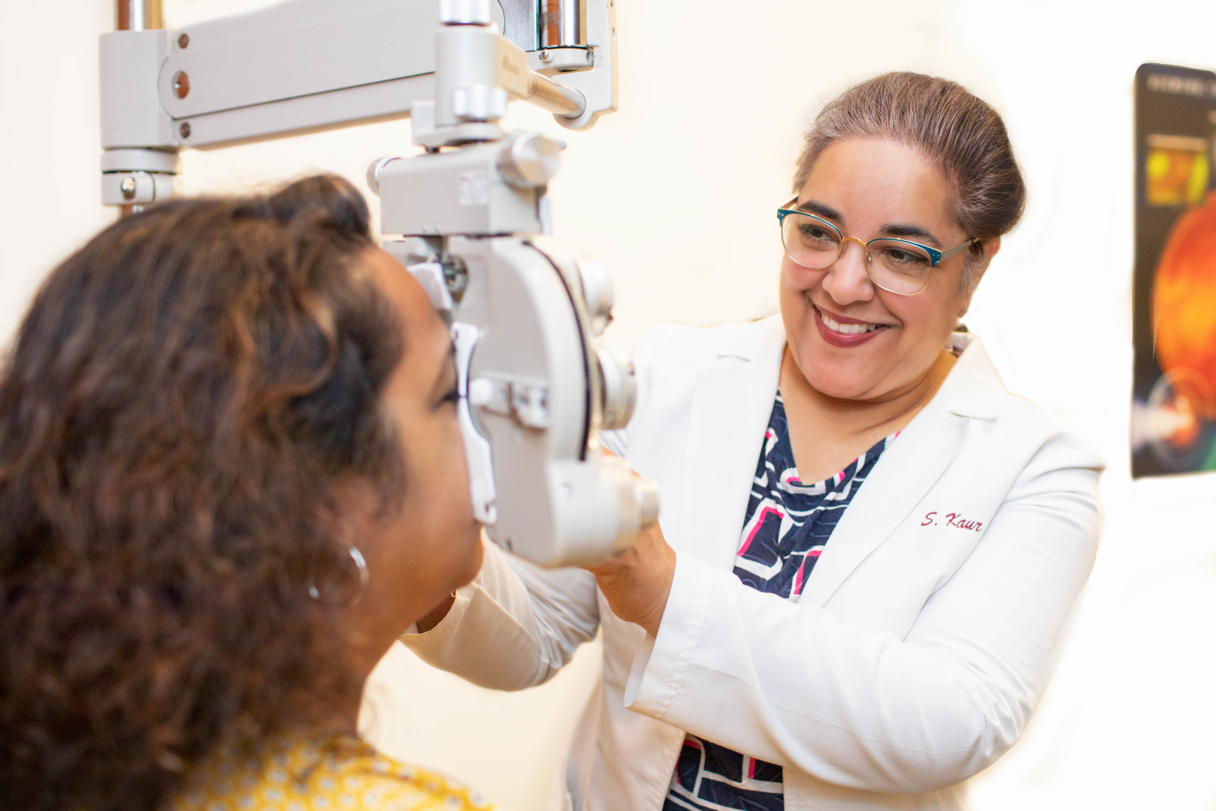 Dr. Kaur uses the    phoropter    to test a patient's vision