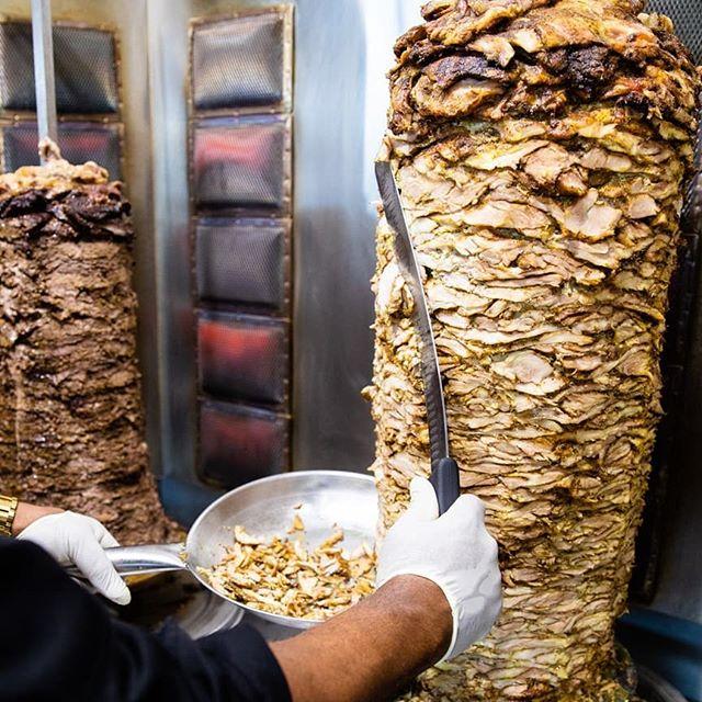Get 👏 that 👏 shawarma 👏 . . . . . #chickenshawarma #healthy #healthla #fresh #mediterraneanfood #kosher #kosherla #kosherfood #laeats #losangeles #larestaurants #lafoodies #eatla #shawarma #beverleyblvd #lacatering